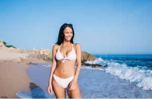 Woman looking slim thanks to CoolSculpting
